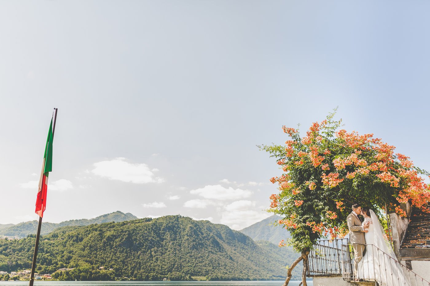 bride and groom at lake orta